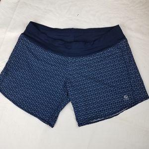 Oiselle Blue Active shorts geometric print sz L